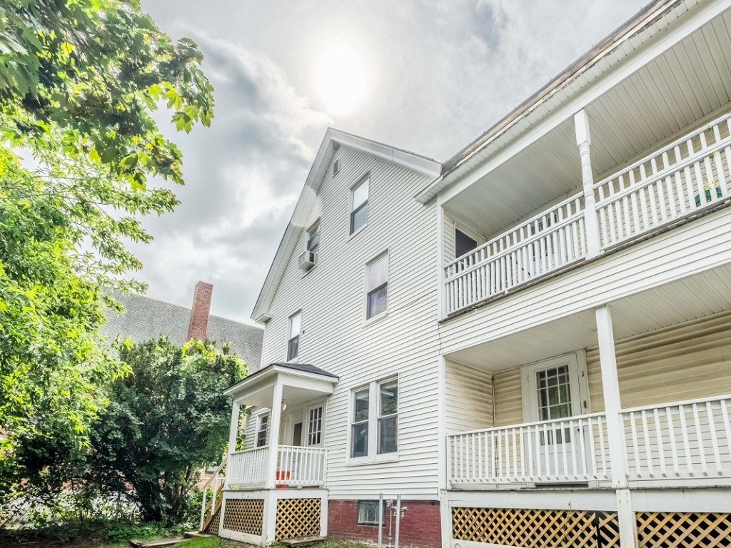 1 and 2 bedroom apartments downtown Waterville, Maine