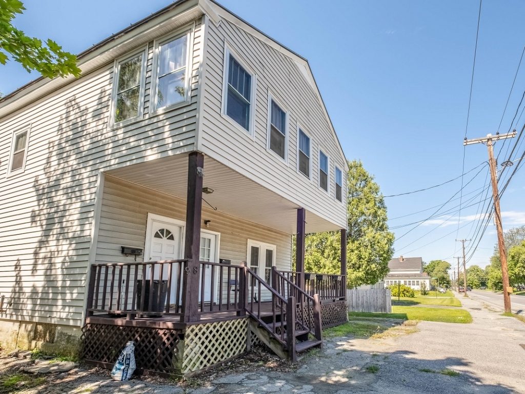 Dog friendly 2-bedroom apartment Waterville Maine